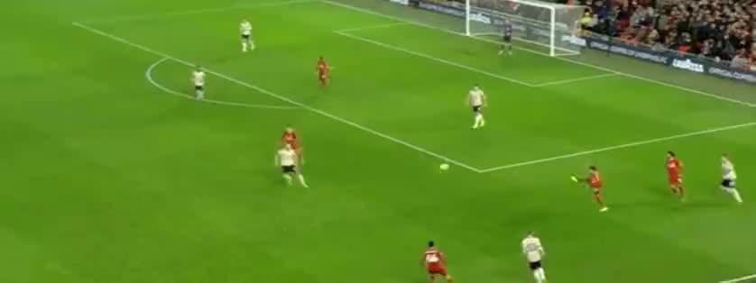 利物浦前场抢断,亨德森禁区线劲射,击中立柱了