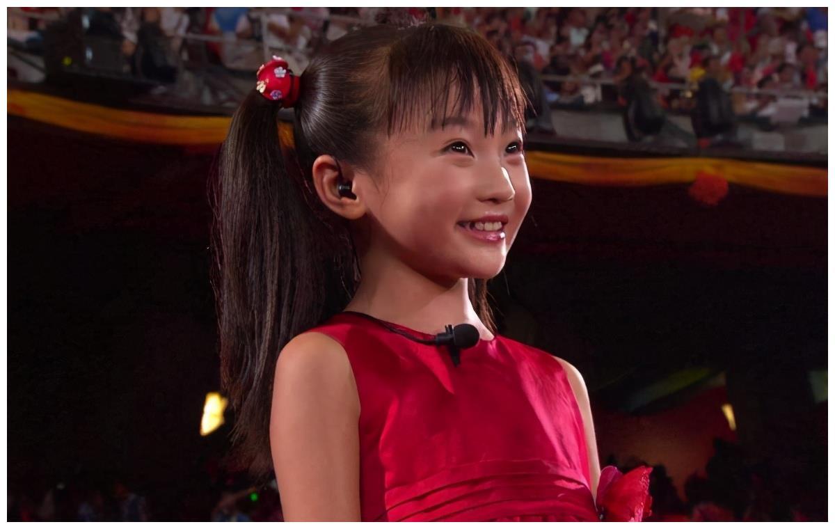 林妙可回应奥运会假唱争议,曾在学校遭同学白眼,张艺谋公开自