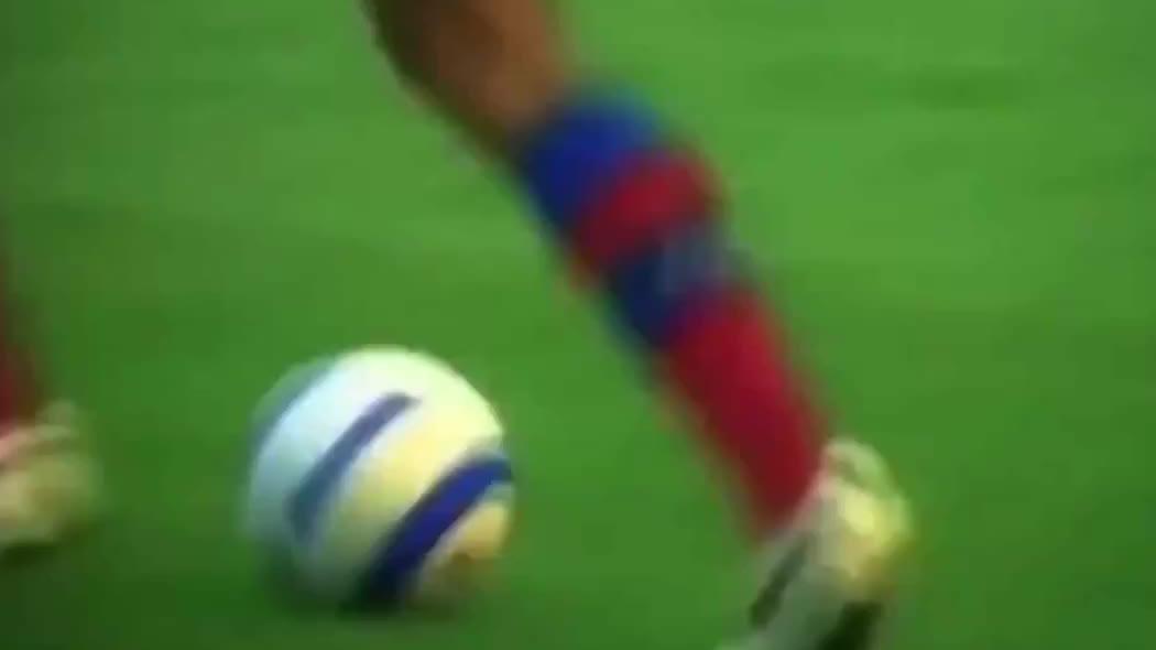 足球场上的魔术师,把后卫全过傻了,至今无人超越他