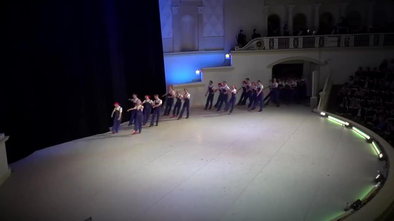 用舞蹈生动模拟工厂流水线,俄罗斯舞团作品-劳动节绘画