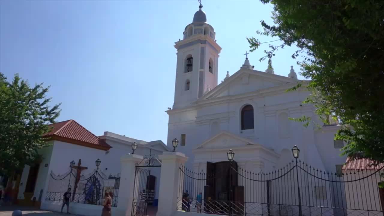 走进一座位于阿根廷首都布宜诺斯艾利斯的教堂,发现不一样的华美