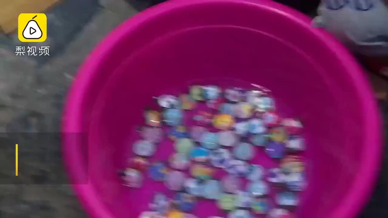 摊贩卖纹身龟10元1个当心藏病菌