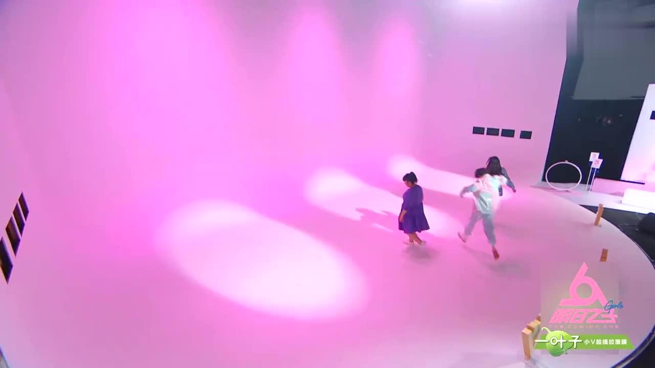 叶禹含对舞蹈不感冒,一次没上舞蹈课,只能请求sunnee帮忙