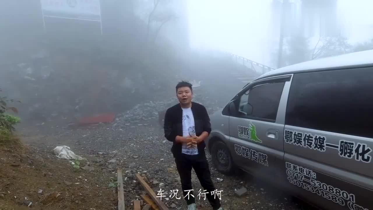 """视频:车神开东风菱智,满载6个人在大雾中""""驰骋"""",是车好还是技术好"""