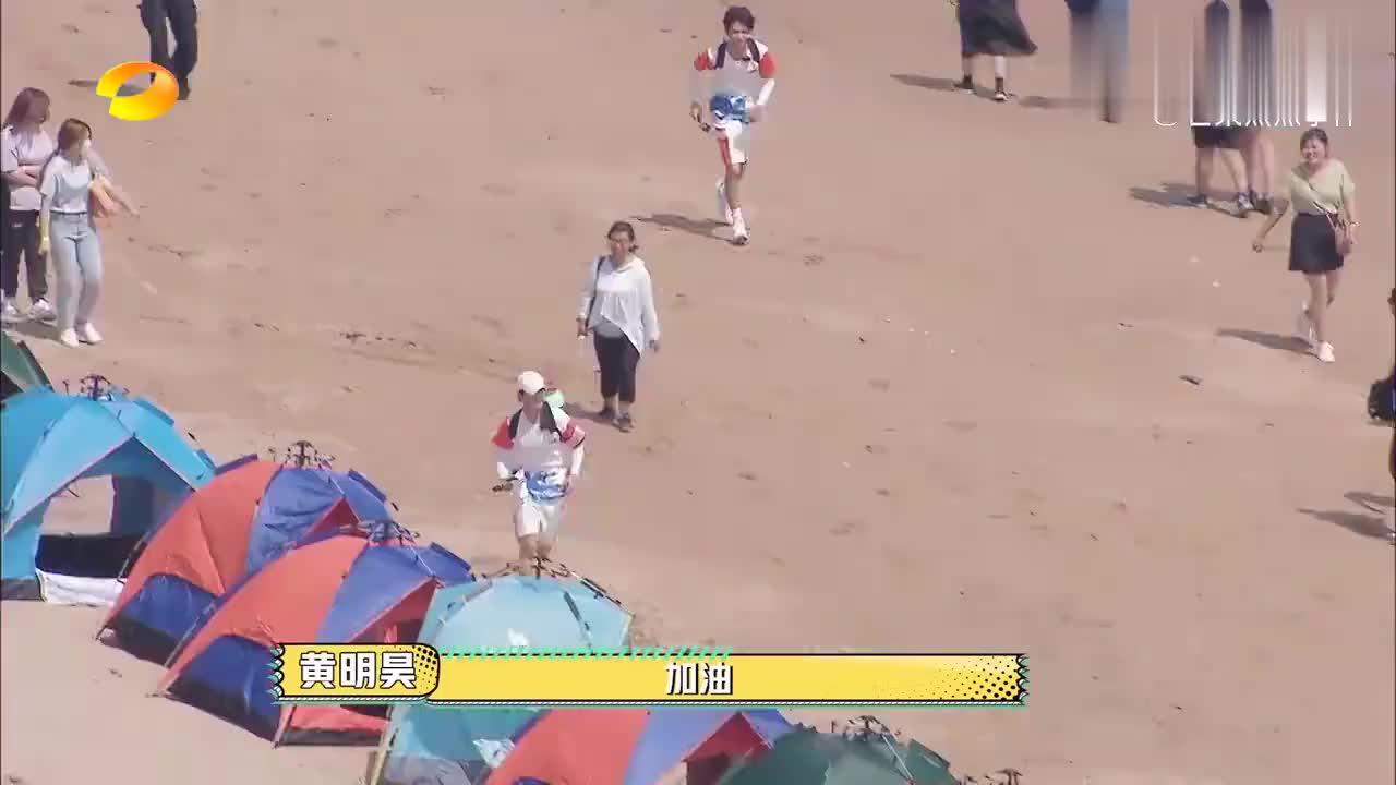 杨洋队都拼命寻找吴奇隆,四爷却裹着垃圾袋在自拍,太气人了!