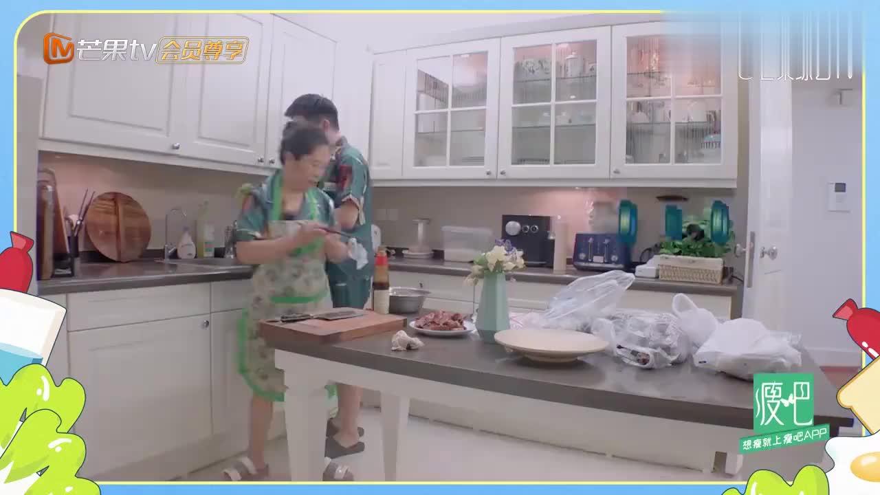 妈妈做了一道湖南名菜,杨迪吃得停不下嘴,这是什么人间美味!