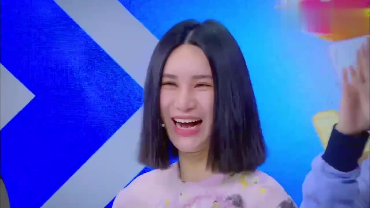 王嘉尔用法语问尚雯婕的年龄,真是个耿直男孩啊,啥都敢问!