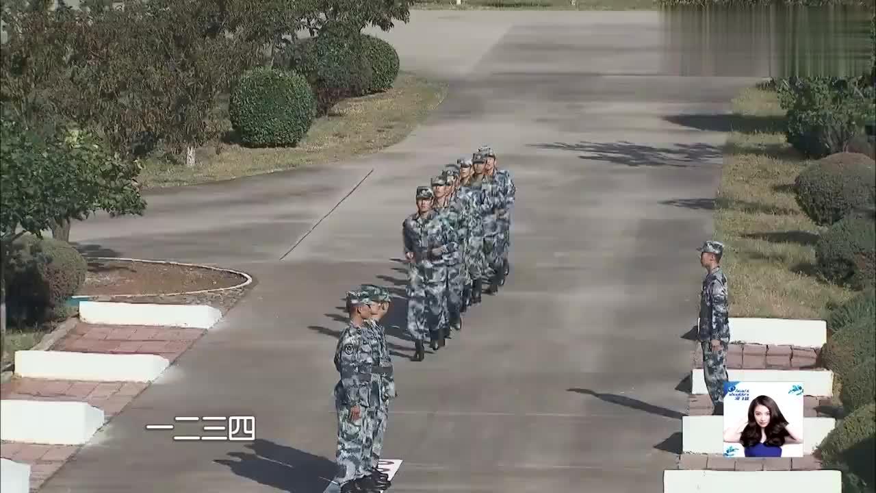 战备解除后,全体集合,教官让蒋劲夫杨幂李锐几人发表感言!
