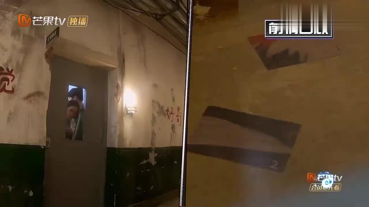 杨幂用熊的眼睛当密码,成功解开防爆锁,邓伦开心跳舞!