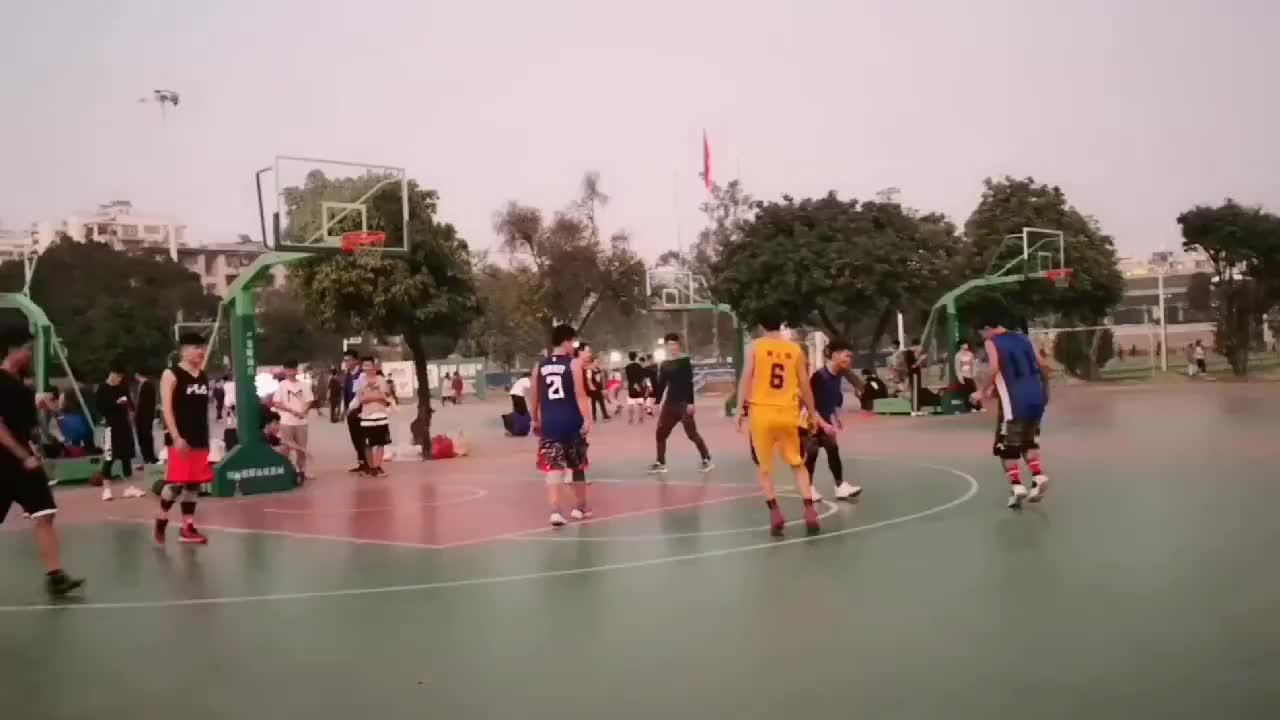 听说广西大学的篮球水平比较高,可为什么看不到学生扣篮呢?