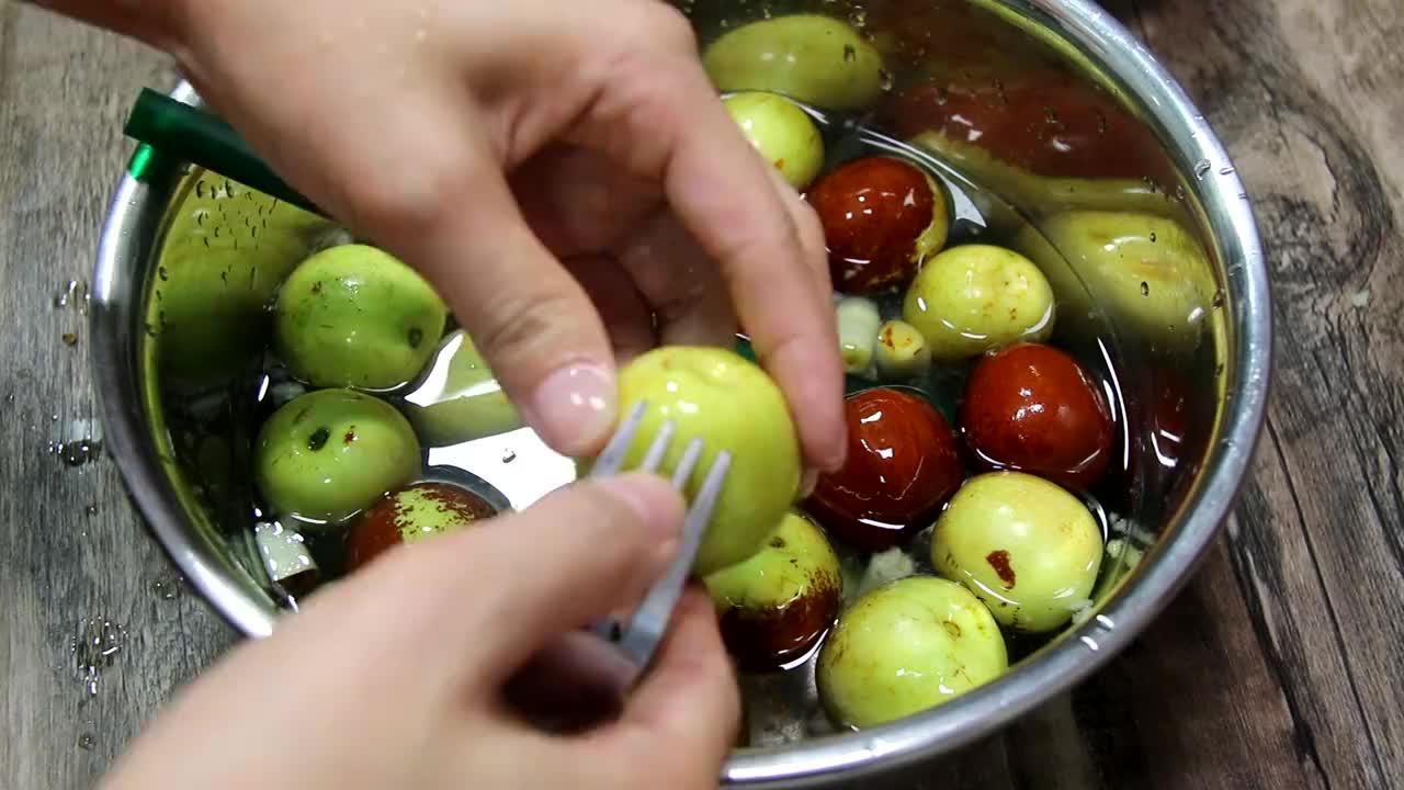 冬枣不要直接吃了,试试自制蜜枣,简单3步就搞定,香甜有嚼劲