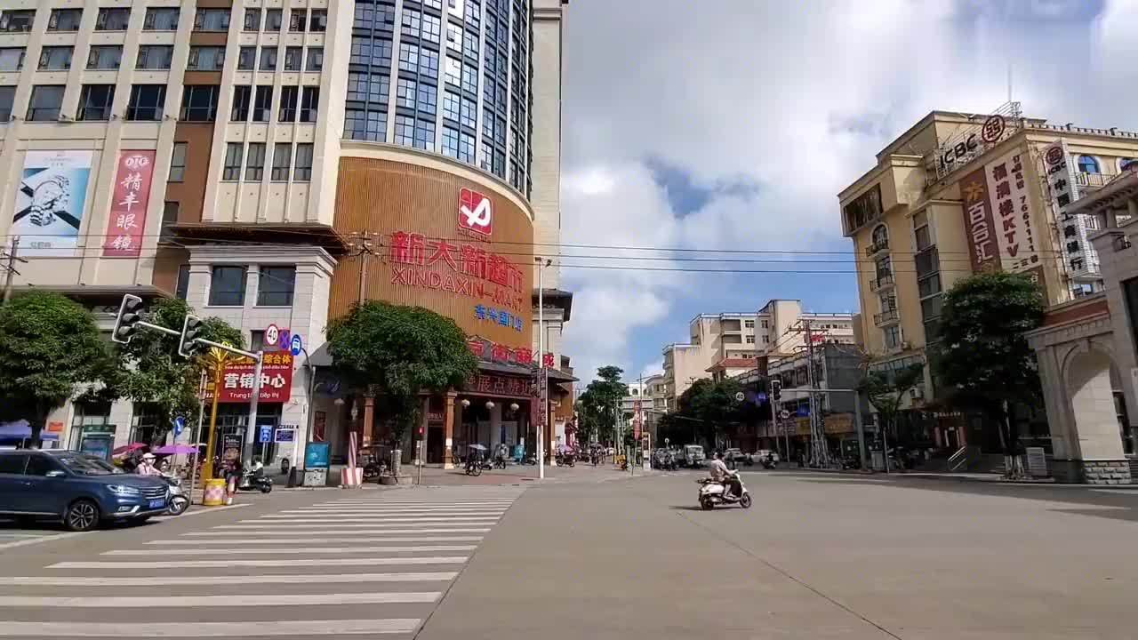 中越边境小城东兴市,看看国门和界碑,边境里面原来是这样的!