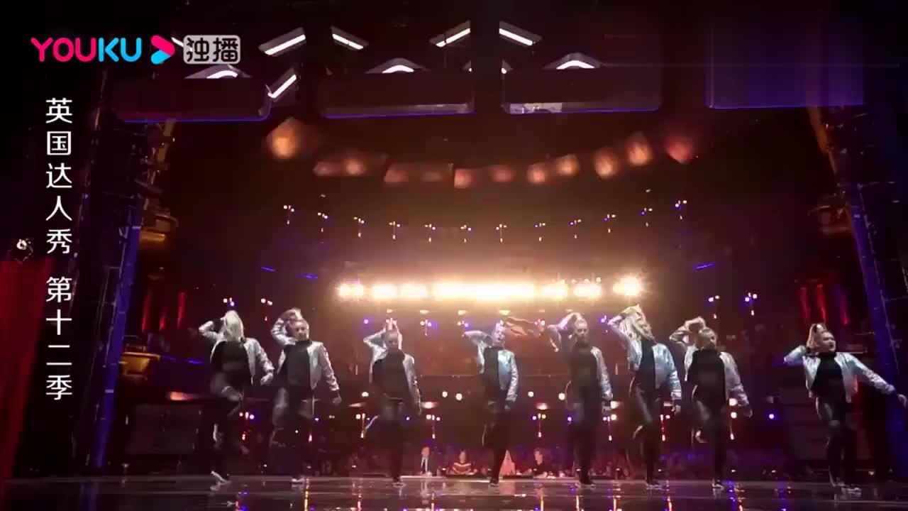 英国达人秀:英国女神集体跳舞,大场面啊,太妖娆了!