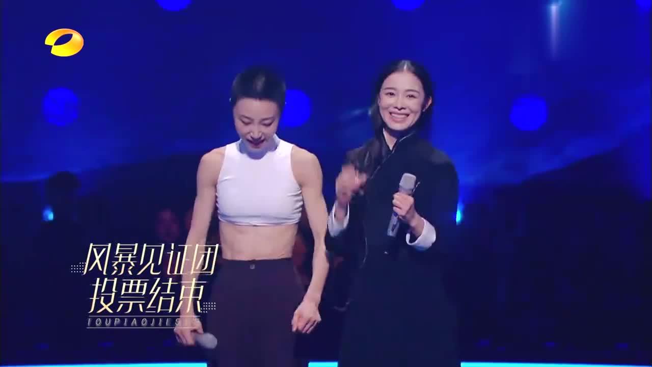 舞蹈风暴:顶尖舞者谢欣,现场展示六块腹肌,女性的力量太震撼!