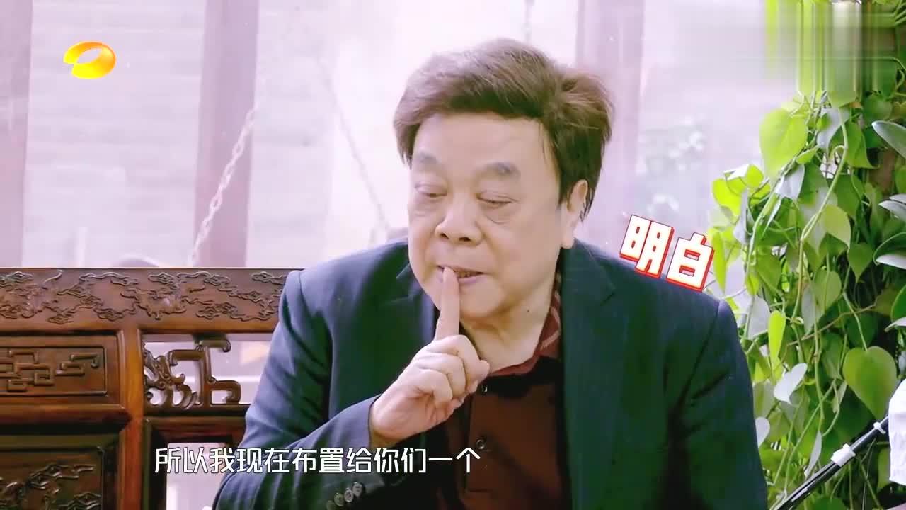 赵忠祥当着镜头念新闻,正儿八经的播音腔,大张伟:新闻联播现场