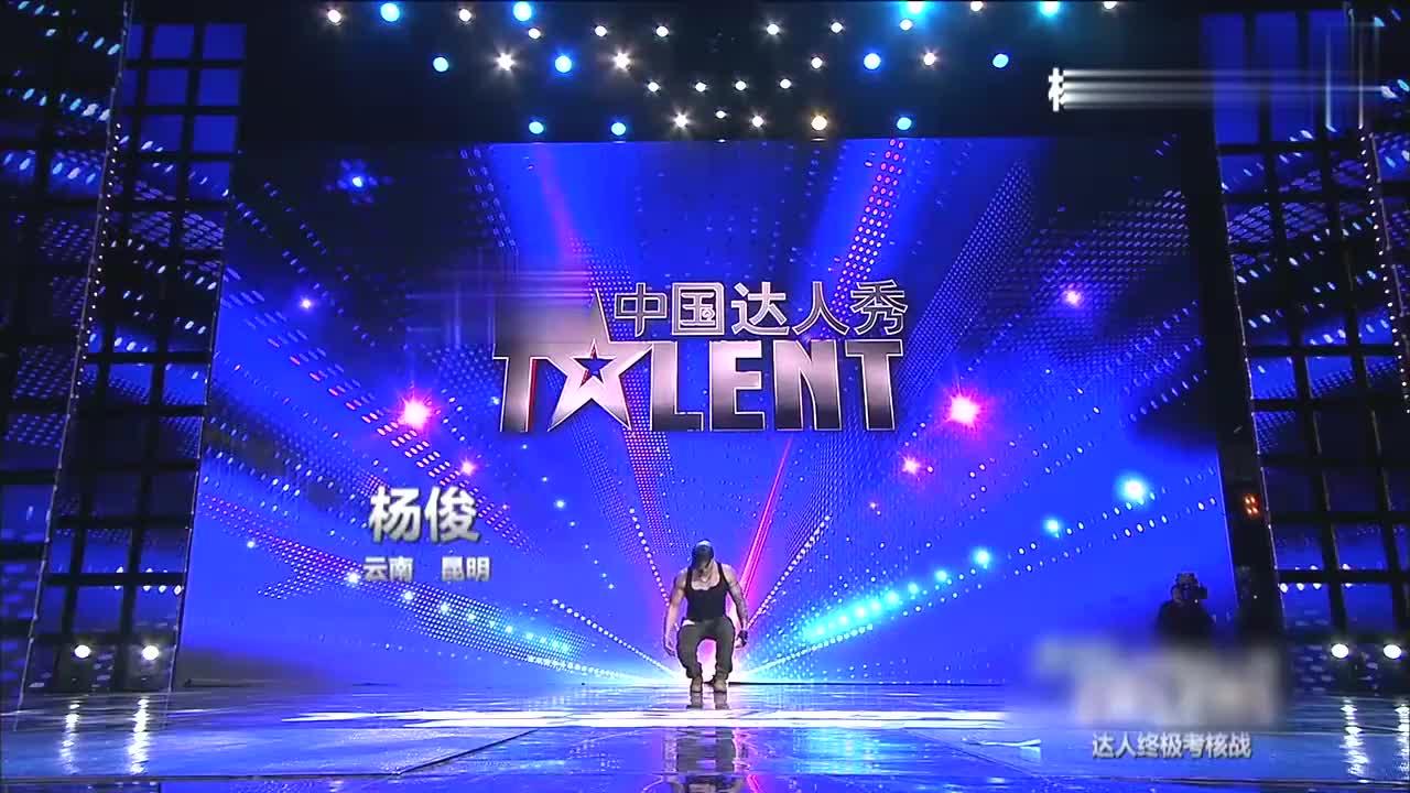 中国达人秀:骚气肌肉男上场,这舞蹈看的赵薇面红耳赤,太厉害了