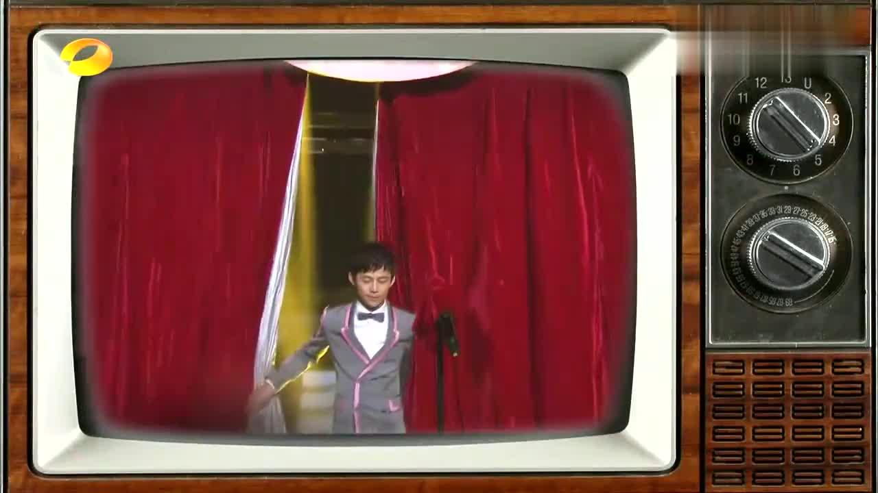 """刘维模仿泰国""""人妖""""跳舞,简直是本色出演,谢娜何炅笑哭了!"""