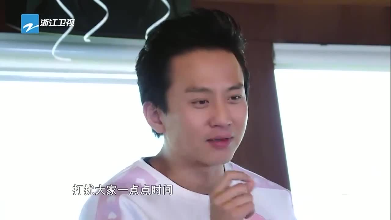 邓超爆料自己是蔡卓妍的偶像,被要过签名,王祖蓝一句话拆穿
