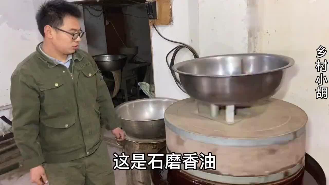 河南农村大学生夫妻做一锅石磨香油要加很多开水,是咋回事儿?