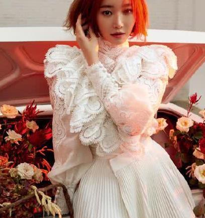 高俊熙一改飒爽路线,白色蕾丝尽显曼妙身材,真的好看极了