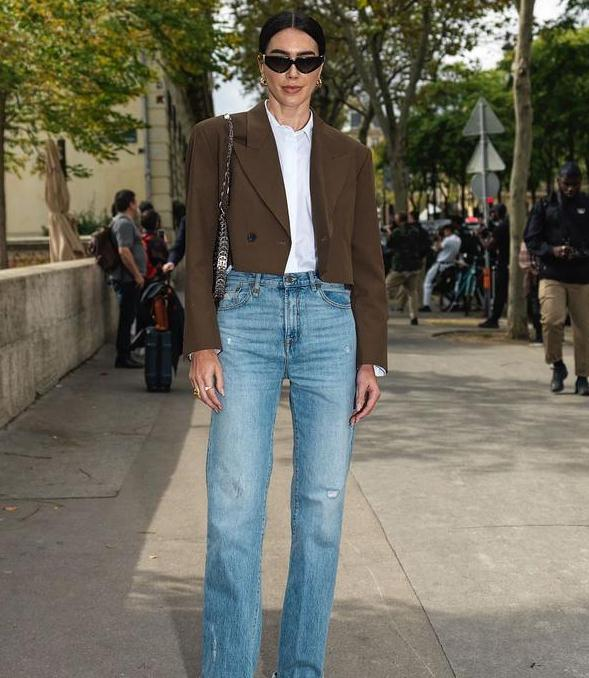 """初冬火了一种穿搭,叫""""西装+直筒裤"""",简约优雅又高级"""