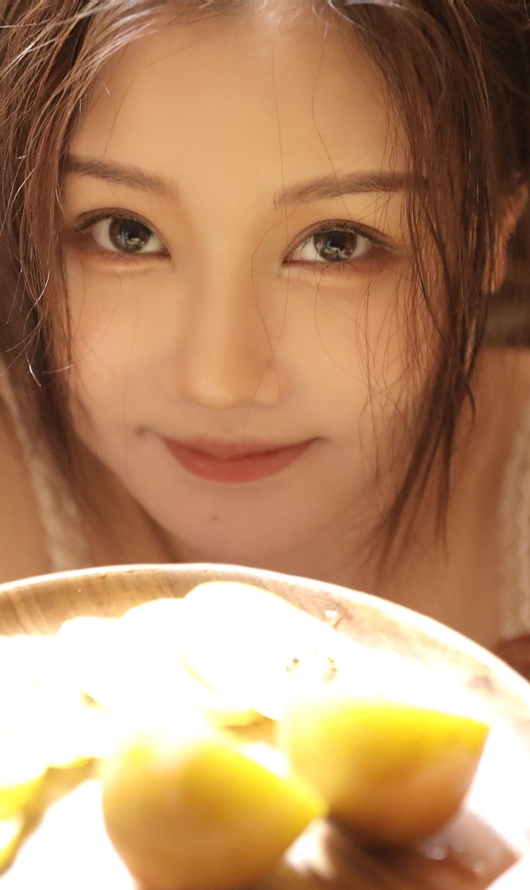 网红美少女滕雨佳居家写真,时而俏皮,时而知性