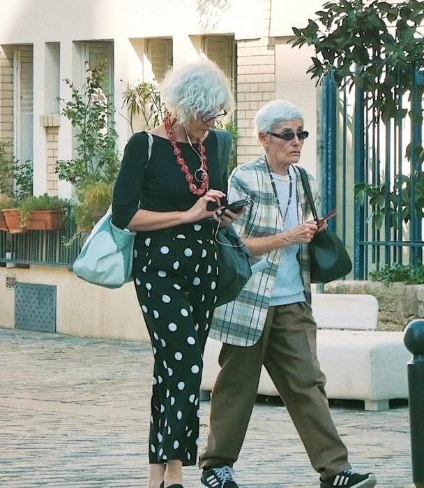 巴黎奶奶们的日常街拍,女人就该这么从容,活到老优雅到老