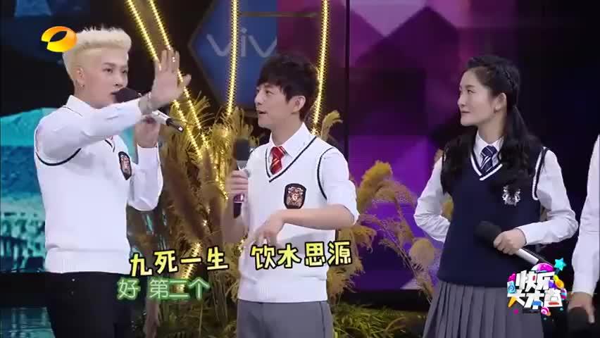 何炅跟王嘉尔玩你画我猜的游戏,不是王嘉尔优秀,是何老师太优秀