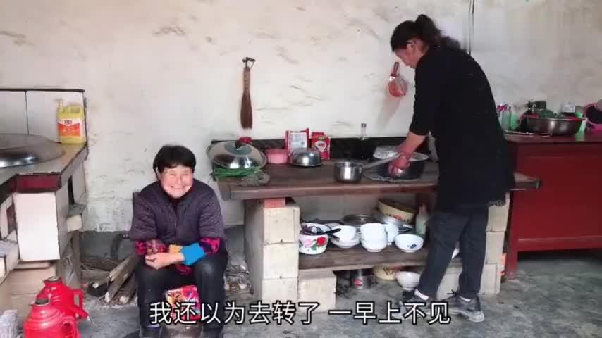甘肃人的饺子吃过吗农村大妈火炉上煮一大锅西北人的最爱