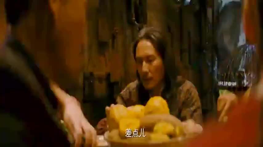 黄晓明不亏是山东人,大葱当饭吃,看着都辣
