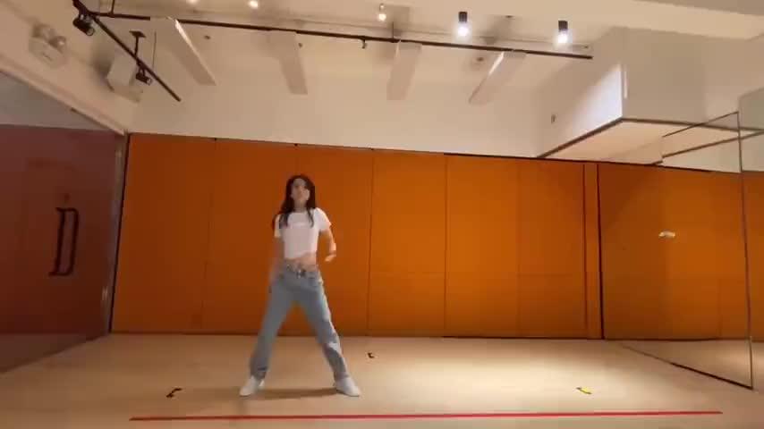 天王嫂方媛最近也在练舞,来感受下她的日常练舞视频……