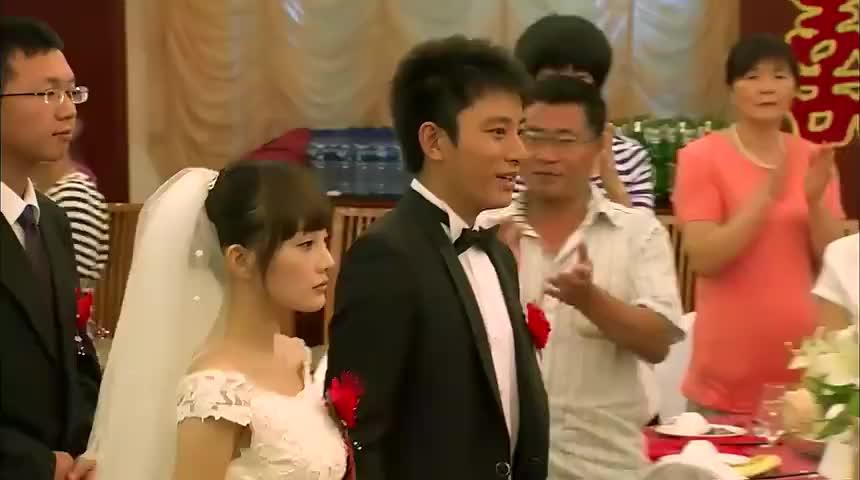 结婚典礼之时,女儿突然哭了,婆媳两家人竟然还动手进了派出所