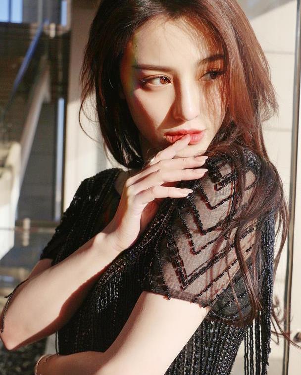 """刘翔前妻葛天太惊艳!穿流苏连衣裙性感高贵,""""嘟嘟唇""""好抢镜"""