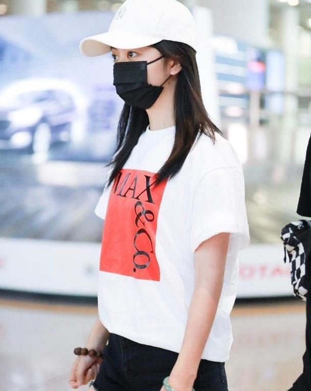 显嫩不变法则必须是T恤,看30岁的谭松韵就知道,年纪越大越少女