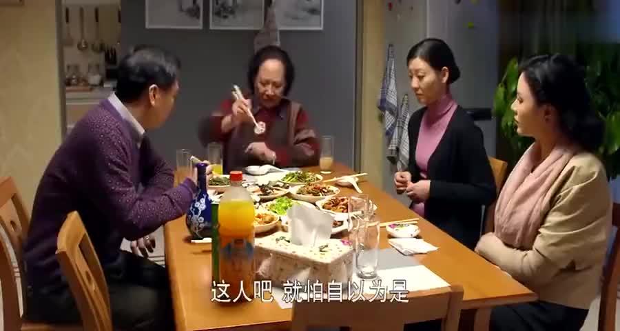 儿媳做了一大桌菜,婆婆看到苦苣菜,说在老家猪都不吃