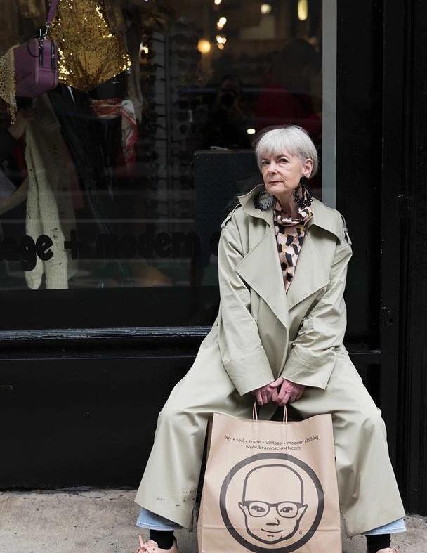 女人的美无关年龄,这个65岁奶奶时髦且精致,年轻人也向她学习