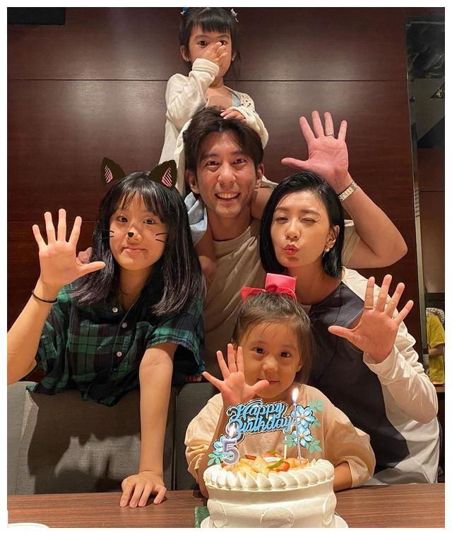 贾静雯为咘咘庆祝5岁生日,全家福忆产子辛苦:谢谢她来当我宝贝