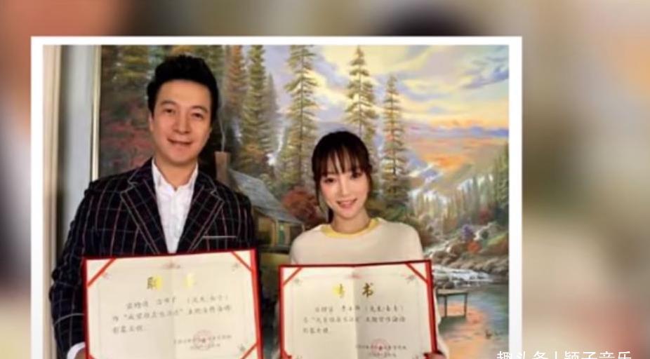 李小璐成了宣传大使,可见官方认可了她,疑似复出之路已经不远