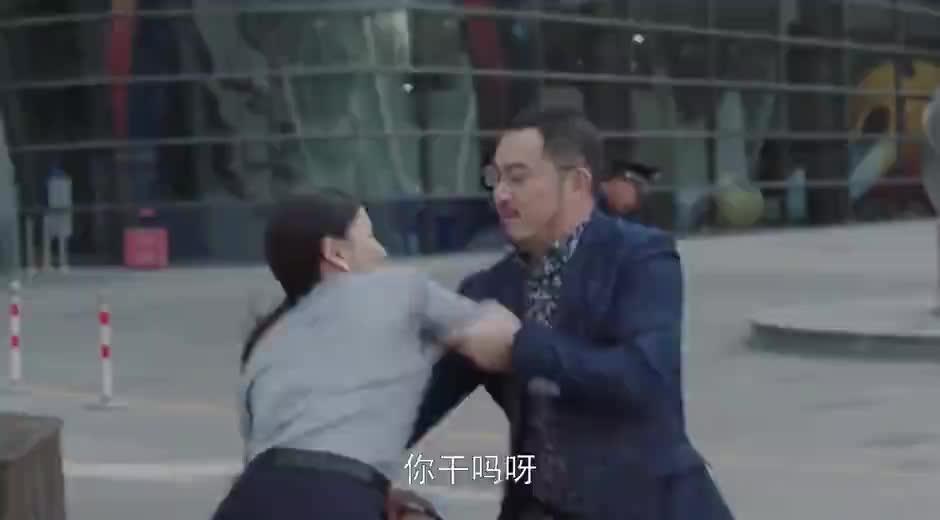 小欢喜:乔卫东跟保安说宋倩是他媳妇,你媳妇也不能这样啊!真逗