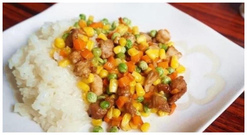 胡萝卜炒青豆紫甘蓝的做法,简单易做好吃美味,胡萝卜有食疗作用