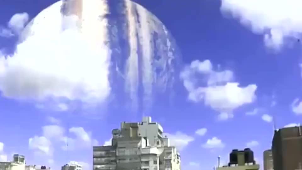 天空出现怪异景象,会是木星在向地球靠近吗,搞不清楚!