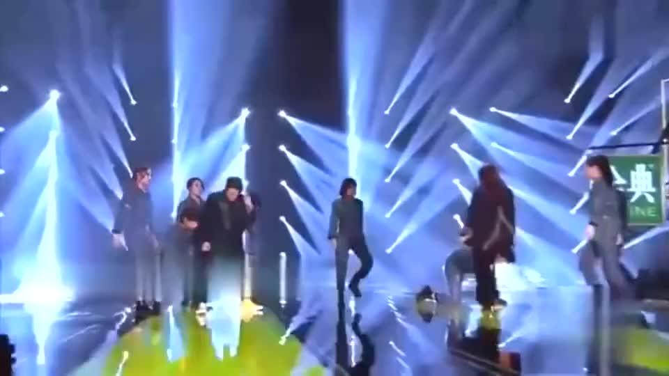 天赐的声音:檀健次王霏霏合唱粤语歌曲《处处吻》,太燃了!