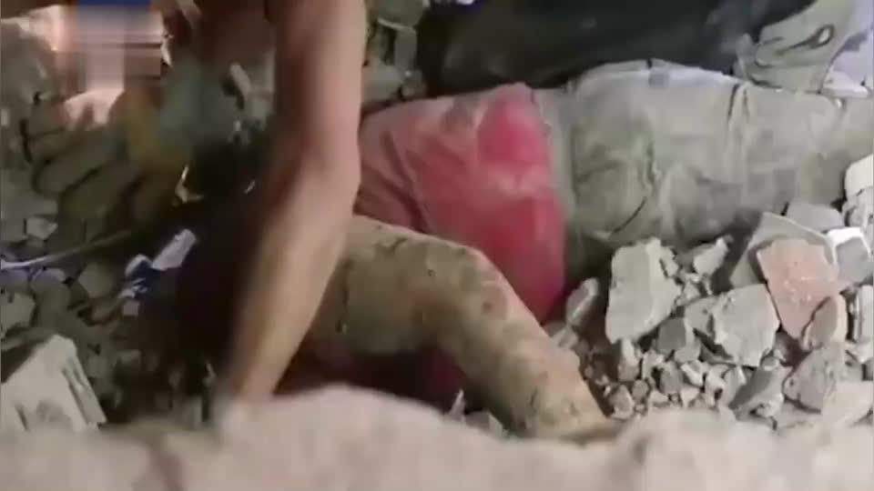 浙江温岭槽罐车爆炸事故又一名被困者获救网友:救援的人辛苦了