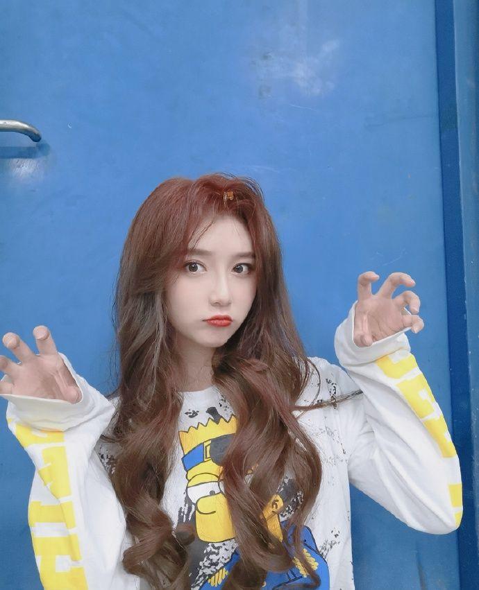 偶像美少女SNH48-王菲妍迷人写真美照