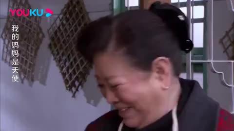 美女帮大妈卖豆腐,殊不知自己被两位男子盯上,空气都紧张了