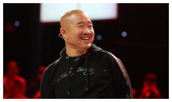 """51岁""""刘能""""王小利,二婚娶80后同事儿女双全,前妻近照颜值颇高"""