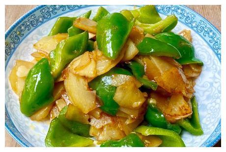 炒土豆片时,焯水还是煎炸?做对了,土豆片焦香入味,好吃不夹生