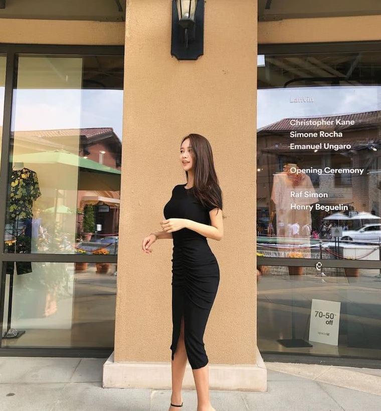 穿上黑色连衣裙,让你的气质优雅飞扬!