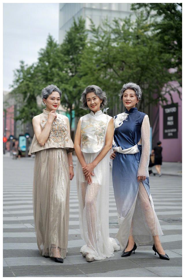 旗袍不再是妈妈们的专属,看到街头女生的时髦穿法,谁能不爱?