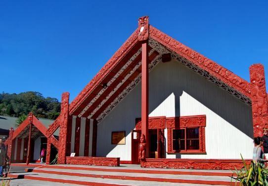 毛利文化村——内部陈列了毛利人独特的雕刻品